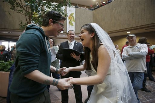 Photo: Utah strikes down gay marriage ban and two lesbians get married. Photo source: Google Images, Associated Press